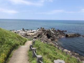 日本海に流れ落ちる溶岩