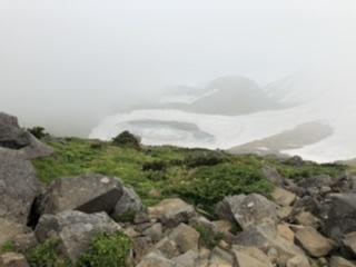 鳥海湖がひっそりと佇む