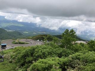 雲に隠れた白神山地が南西に見える